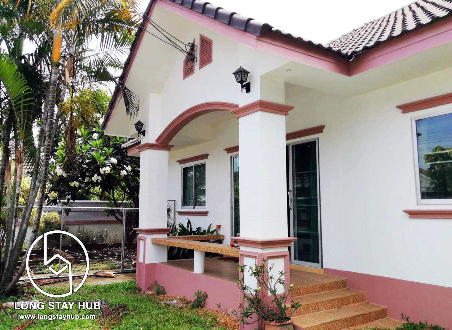 The one-storey garden house, pet friendly with quiet area near Meechoke Plaza and HomePro