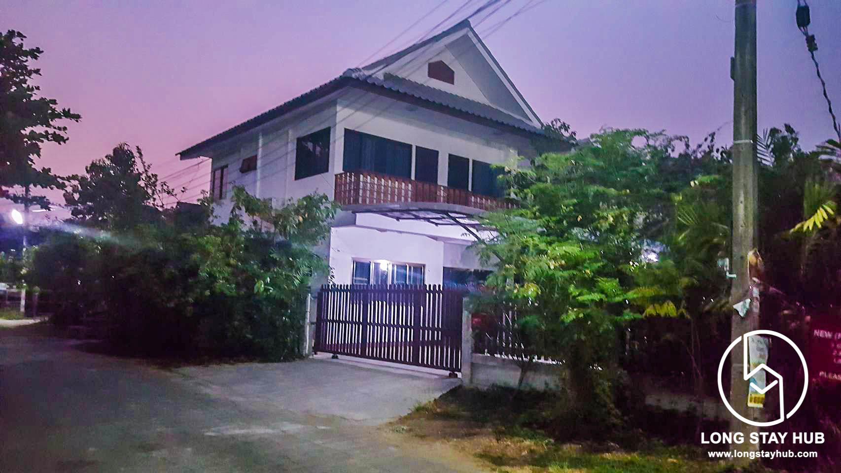 The Lanna Home Near Community