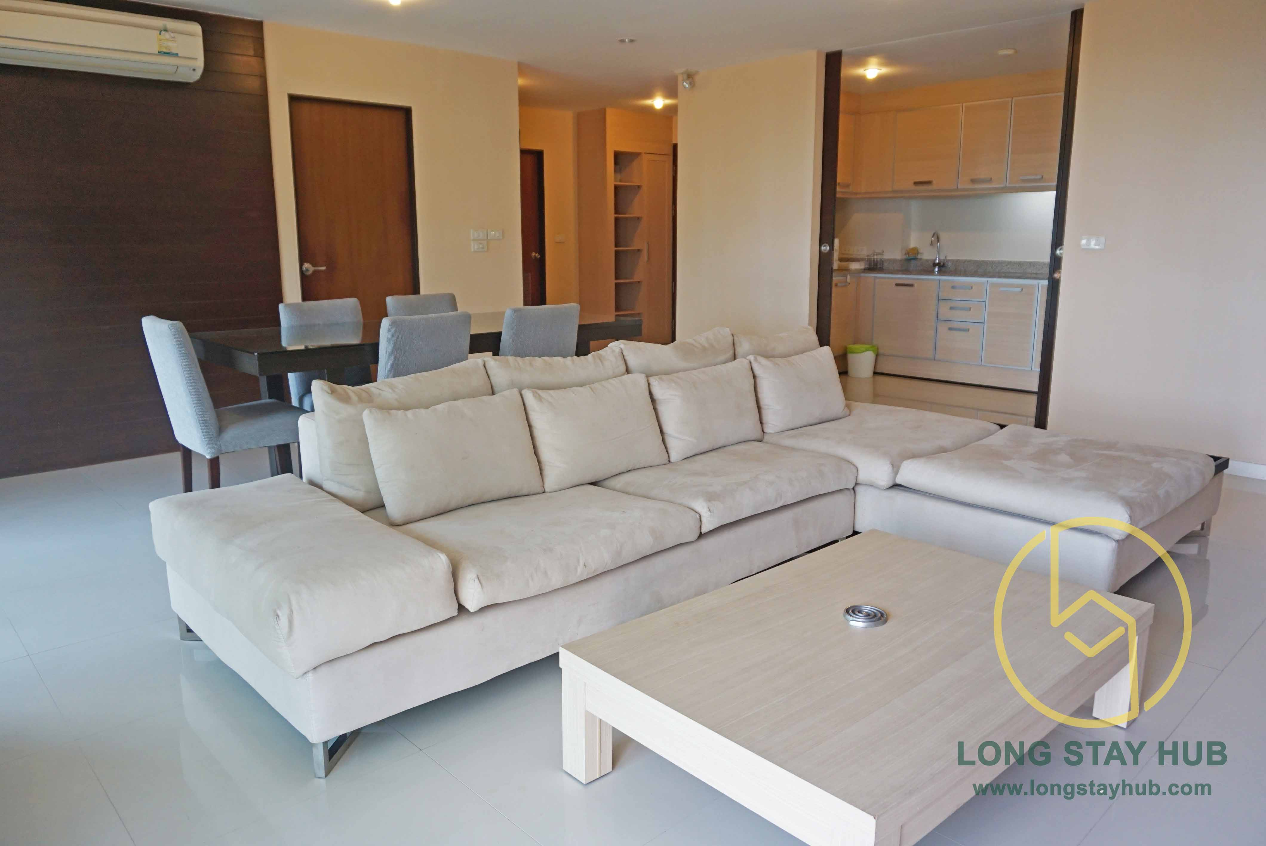 A 153 square-meter two-bedrooms corner unit with Jacuzzi at Peak Garden, near Shangri-la hotel