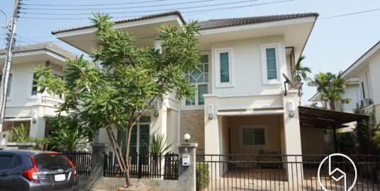 Three-bedroom Partially furnished house near Meechok Plaza at Laguna Home 9