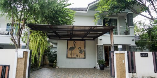 Modern Style Three-bedroom house with Garden at Tanaporn Park Home