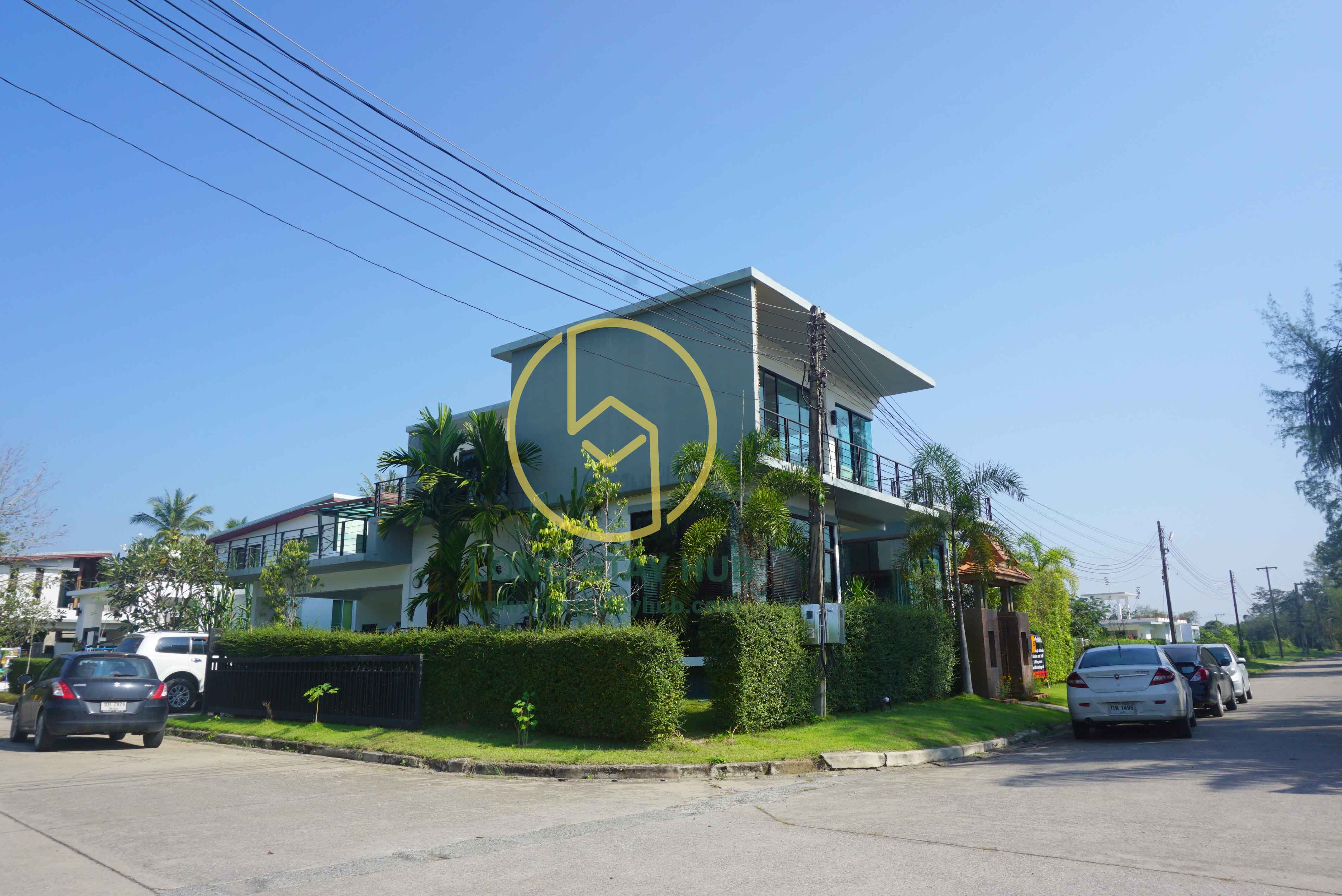 [Rented]Beautiful house with opened wide terrace and pool@Summit Green Valley for rent.